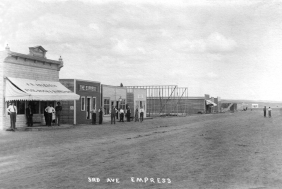 Photo of main street in Empress 1913.